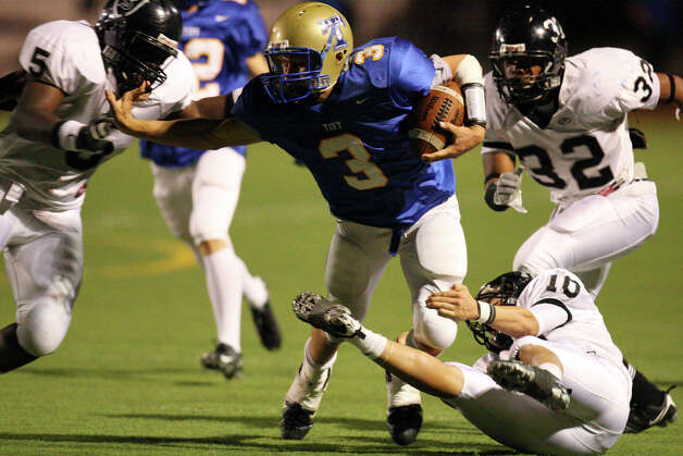 Tivy's Johnny Manziel (center) looks for running room between Steele's Michael Robionson (from left) Cole Blevins and Alfonso Trammell during first half action Friday Oct. 24, 2008 in Kerrville, Tx. Photo: Edward A. Ornelas, San Antonio Express-News / eornelas@express-news.net