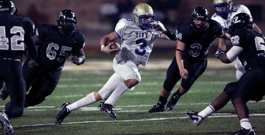 Antler quarterback Johnny Manziel sprints threw the Knight defense to bring his team into scoring position as Kerrville Tivy upsets Steele 38-34 at Lehnhoff Stadium in Schertz on Friday, October 23, 2009. Photo: Tom Reel, San Antonio Express-News / treel@express-news.net