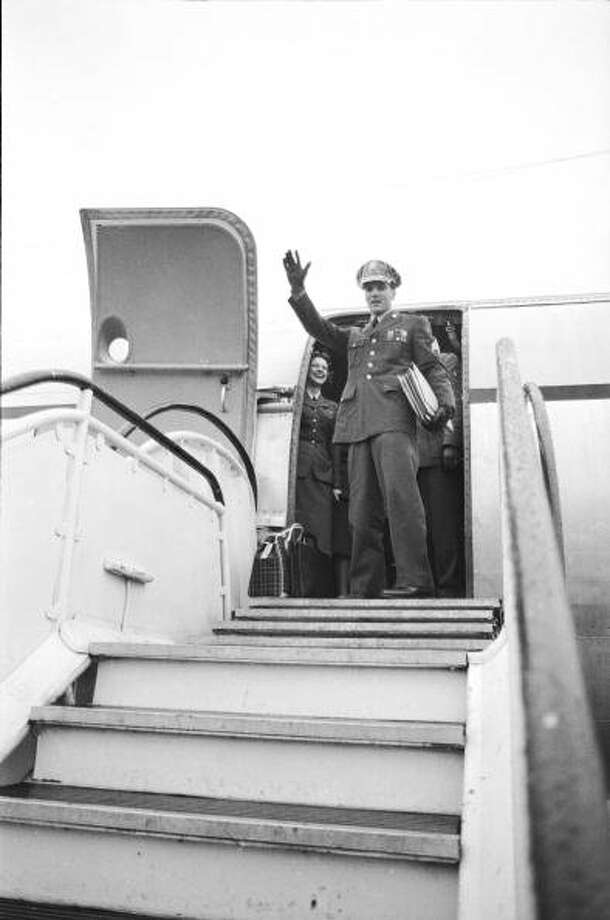 Soon-to-be-discharged US Army Sergeant (and popular singer) Elvis Presley waves from the hatch of an airplane as he prepares to depart for America, Friedberg, Germany, March 2, 1960. (Photo by James Whitmore/Time & Life Pictures/Getty Images)