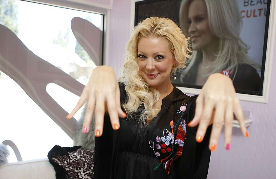 Nail Files\' star stops in SF - SFGate