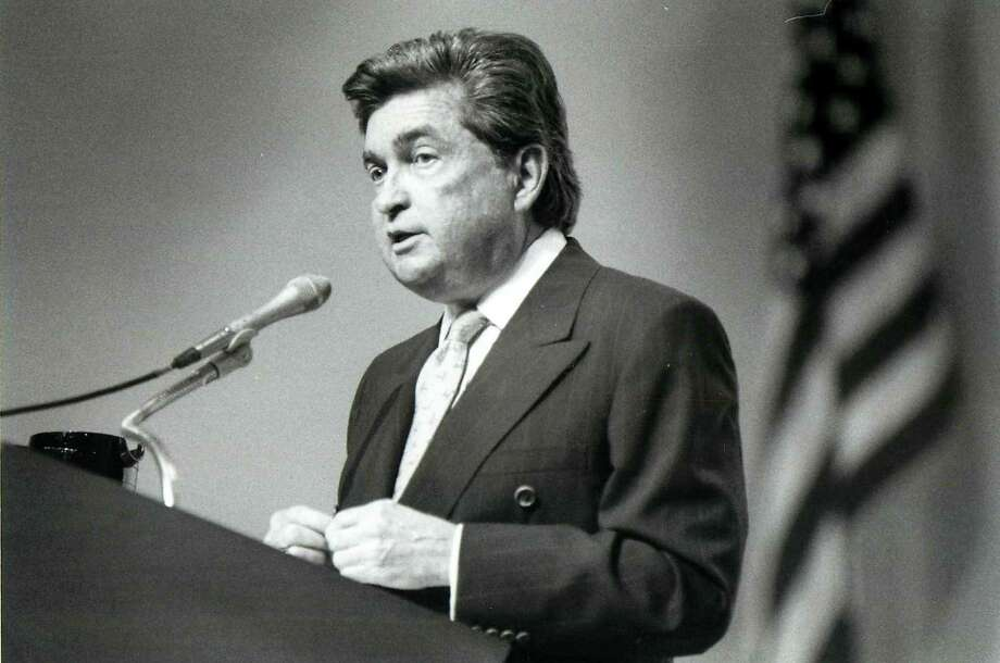 Burl Osborne, former executive editor and publisher of The Dallas Morning News, died late Wednesday, August 15, 2012, at UT Southwestern University Hospital - St. Paul. He was 75. Here, Osborne, pictured in this 1992 file photo, speaks at the University of Texas at Dallas. (Michael Ainsworth/Dallas Morning NewsMCT) Photo: MICHAEL AINSWORTH, McClatchy-Tribune News Service / Dallas Morning News
