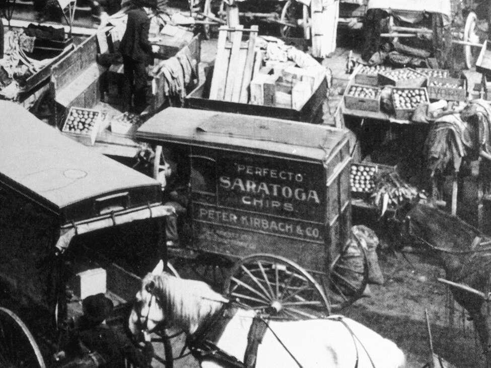 A Perfecto Saratoga Chips Wagon at Chicago Haymarket, circa 1910-17. (Alan Richer)