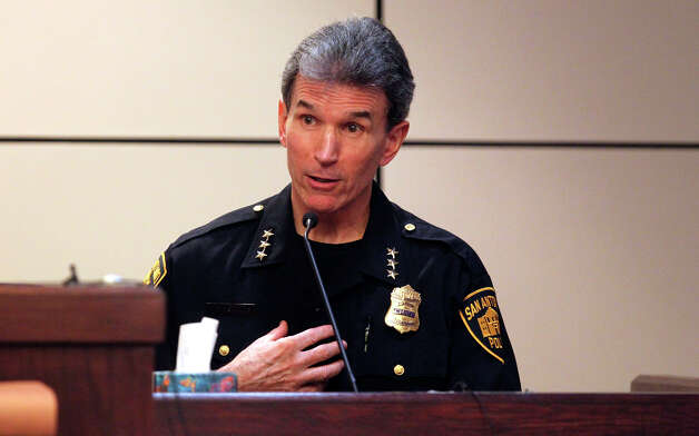 San Antonio police chief William McManus testifies Monday November 22, 2010 in the 226th District Court during the manslaughter trial of former San Antonio police officer David Seaton. JOHN DAVENPORT/jdavenport@express-news.net Photo: JOHN DAVENPORT, SAN ANTONIO EXPRESS-NEWS / jdavenport@express-news.net