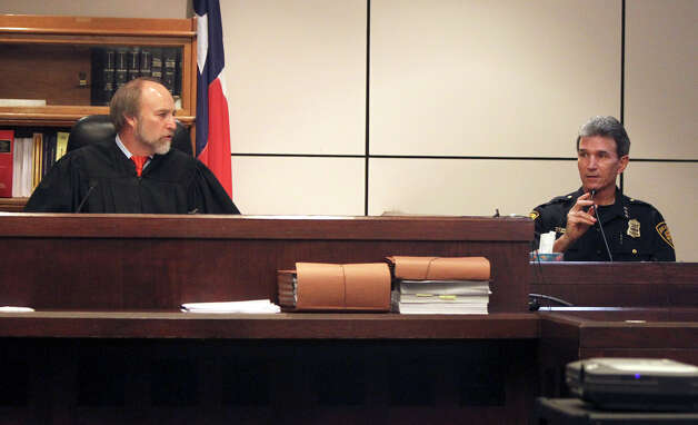 San Antonio police chief William McManus (right) testifies Monday November 22, 2010 in the 226th District Court during the manslaughter trial of former San Antonio police officer David Seaton. On the left is judge Sid Harle. JOHN DAVENPORT/jdavenport@express-news.net Photo: JOHN DAVENPORT, SAN ANTONIO EXPRESS-NEWS / jdavenport@express-news.net