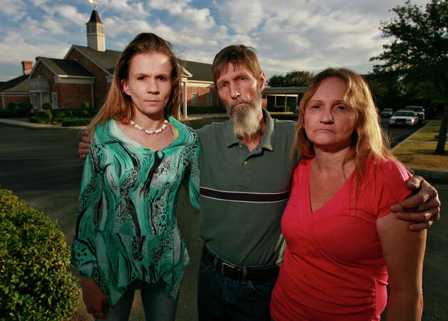 The family of deceased San Antonio Police Officer Robert Davis are shown before visitation services for Davis at Porter Loring Mortuary North on December 3, 2008. Davis died from injuries sustained in an accident by a fellow police officer last Friday. In the photo are Davis sister, Georgia Clinton (from left), his father Don Carter and his mother Uritta Carter. Kin Man Hui/kmhui@express-news.net Photo: KIN MAN HUI, San Antonio Express-News / San Antonio Express-News