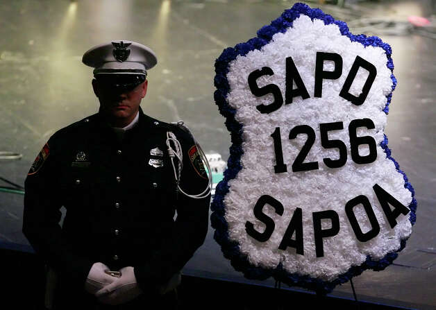A member of the San Antonio Police Department honor guard stands beside a wreath bearing the badge number for deceased San Antonio police officer Robert Davis at Bandera Road Community Church on December 4, 2008. Davis was killed last Friday in an accident involving another officer. Kin Man Hui/kmhui@express-news.net Photo: KIN MAN HUI, San Antonio Express-News / San Antonio Express-News