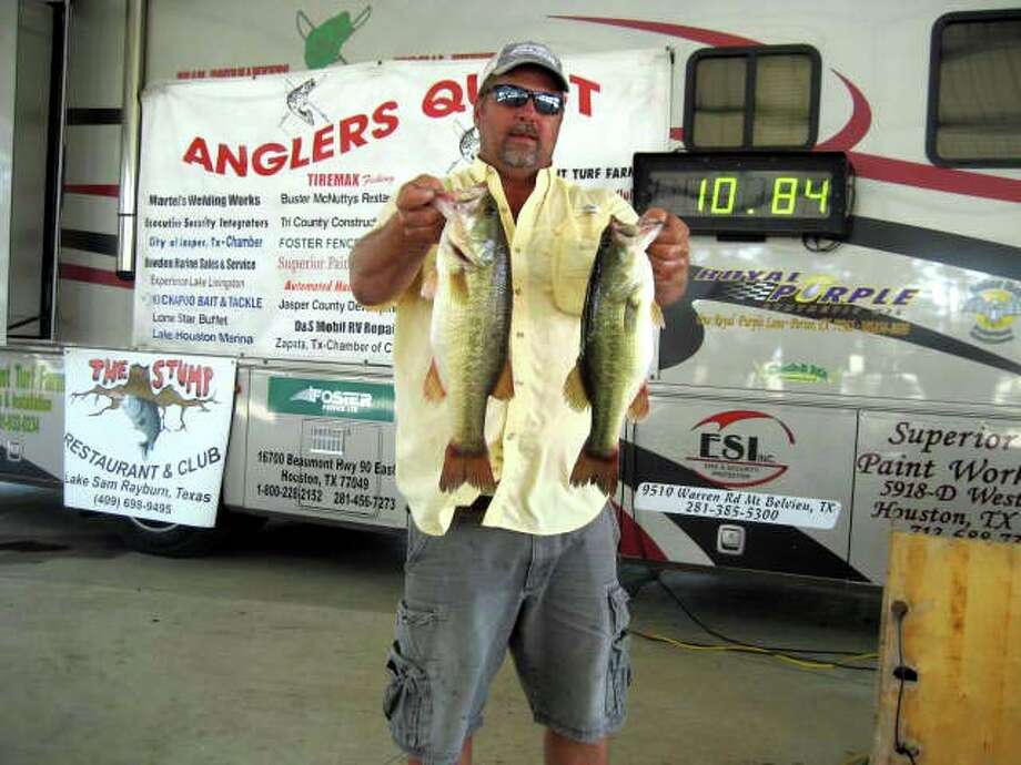 Jeff Wise came in 2nd place with his bag that weighed 10.84 lbs.