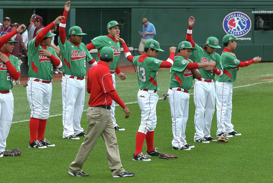 Mexico warms up on the field before their game against Canada, at the Little Leauge World Series in South Williamsport, Penn. on Friday August 17, 2012. Photo: Christian Abraham / Connecticut Post