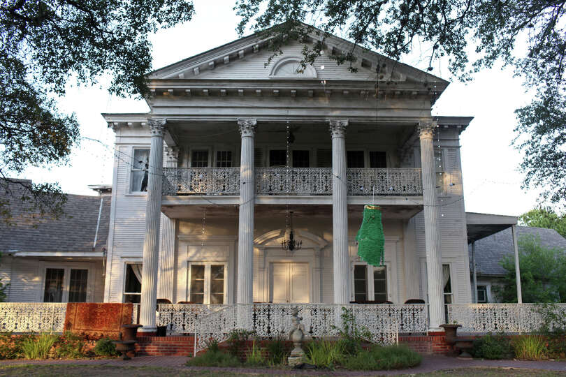 The antebellum-style mansion known as Victoria's Black Swan Inn stands on the site of the 184