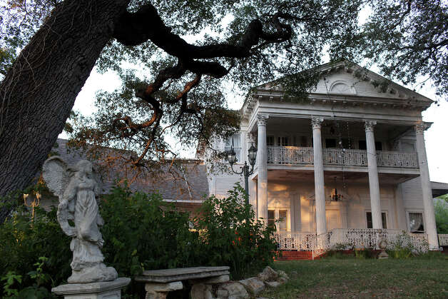 Victoria's Black Swan Inn on Tuesday, August 14, 2012 in San Antonio. Photo: Lisa Krantz, San Antonio Express-News / San Antonio Express-News