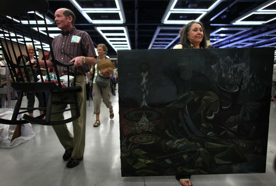 Teo, right, holds her Leo Kinney painting from 1946 while waiting in line. Photo: JOSHUA TRUJILLO / SEATTLEPI.COM