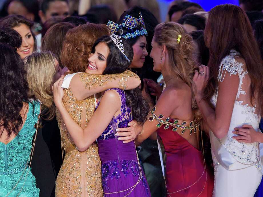 Newly crowned Miss World Yu Wenxia of China, center back, and second runner-up Miss Australia Jessica Kahawaty, second from left in foreground, are congratulated by other contestants. Photo: AP