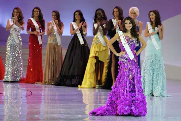 Miss Indonesia Ines Tjiptadi (right) poses before other contestants. Photo: ED JONES, AFP/Getty Images / 2012 AFP