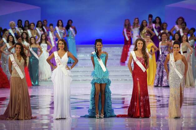 (From left) Miss Portugal Melanie Vicente, Miss Mauritius Shalini Panchoo, Miss Guadaloupe Brigitte Golabkan, Miss England Charlotte Holmes and Miss Iceland Iris Jonsdottir pose. Photo: ED JONES, AFP/Getty Images / 2012 AFP