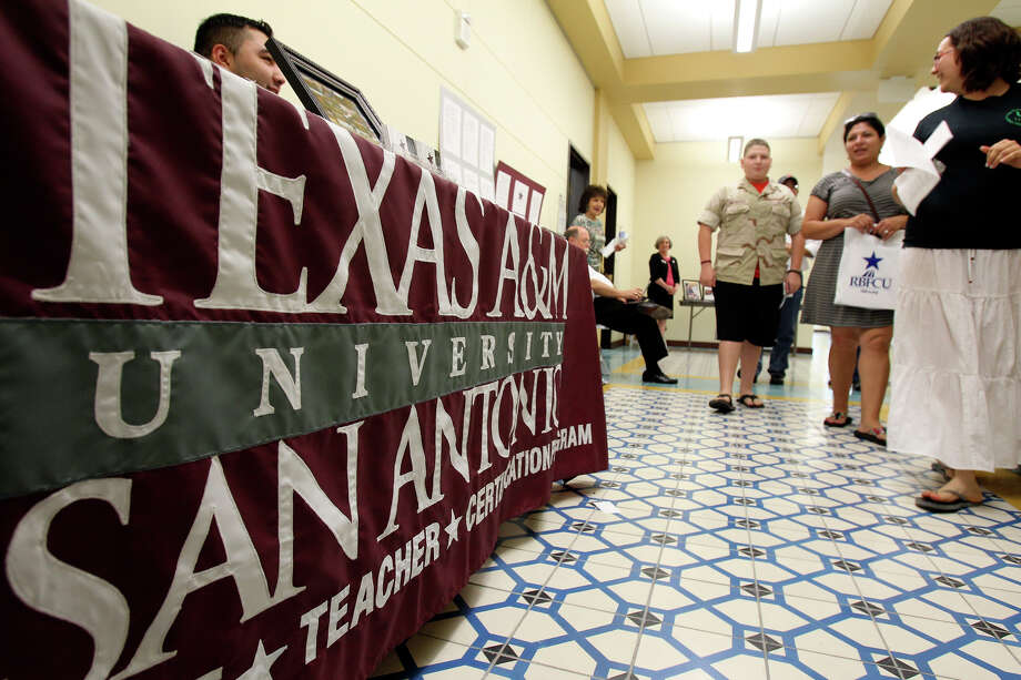Tours groups go through the halls as Texas A&M University - San Antonio offers an open house to prospective students  on July 27, 2012. Photo: Tom Reel, San Antonio Express-News / ©2012 San Antono Express-News