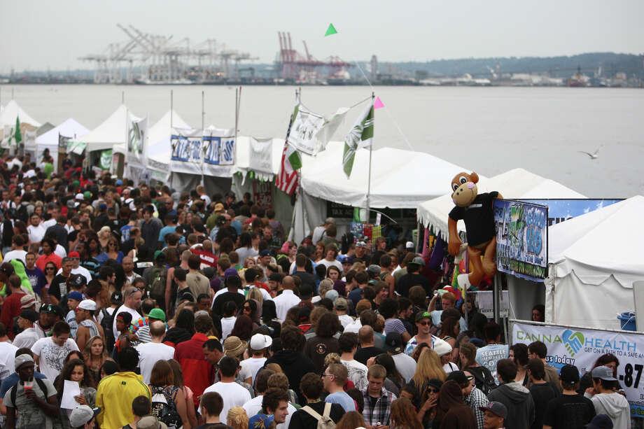 Thousands of people walk among vendor tents. Photo: JOSHUA TRUJILLO / SEATTLEPI.COM