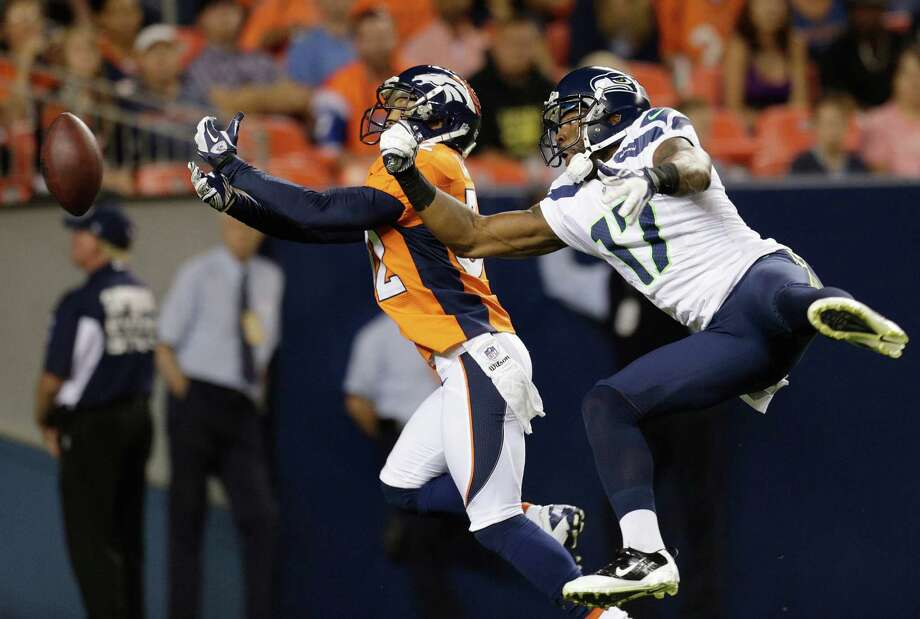 Denver Broncos' Tony Carter, left, and Seattle Seahawks' Braylon Edwards battle for an incomplete pass in the second half. Photo: AP