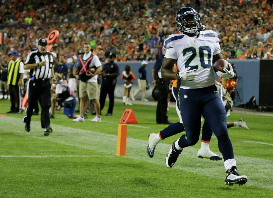 Seattle Seahawks' Kregg Lumpkin (20) runs in for a touchdown against the Denver Broncos in the second half. Photo: AP