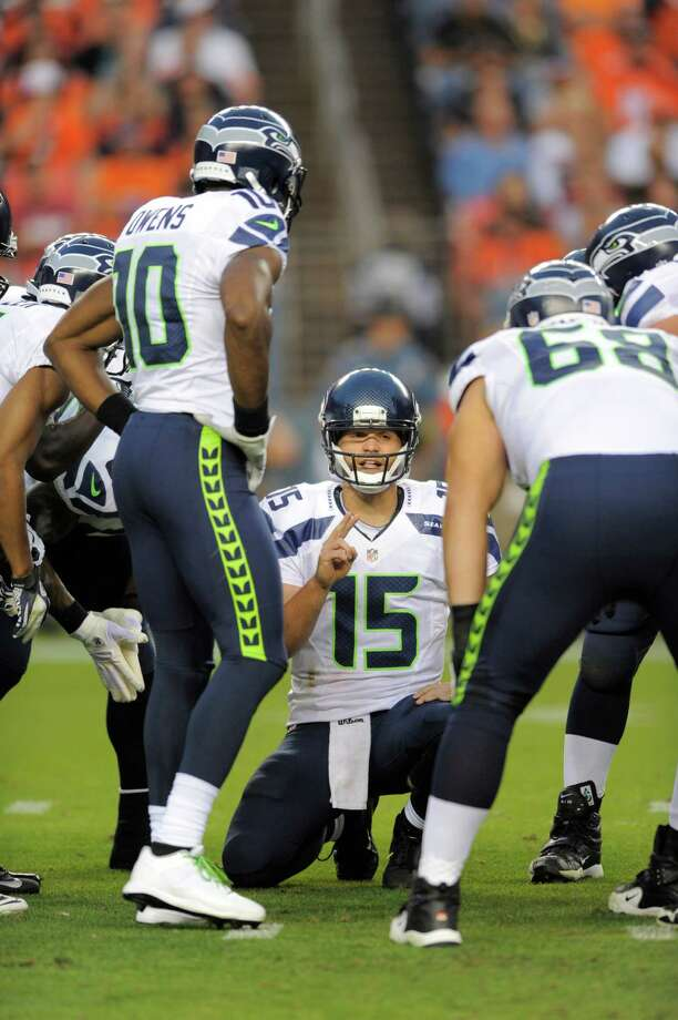 Seattle Seahawks quarterback Matt Flynn talks to his team in the huddle, in the first half. Photo: AP