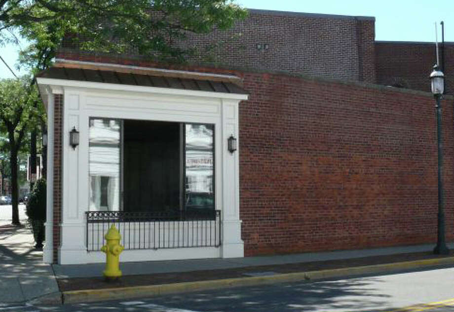 The owner of this downtown building, corner of Post Road and Sanford Street, is again trying to win approval from the Town Plan and Zoning Commission for a rooftop patio. Photo: File Photo / Fairfield Citizen