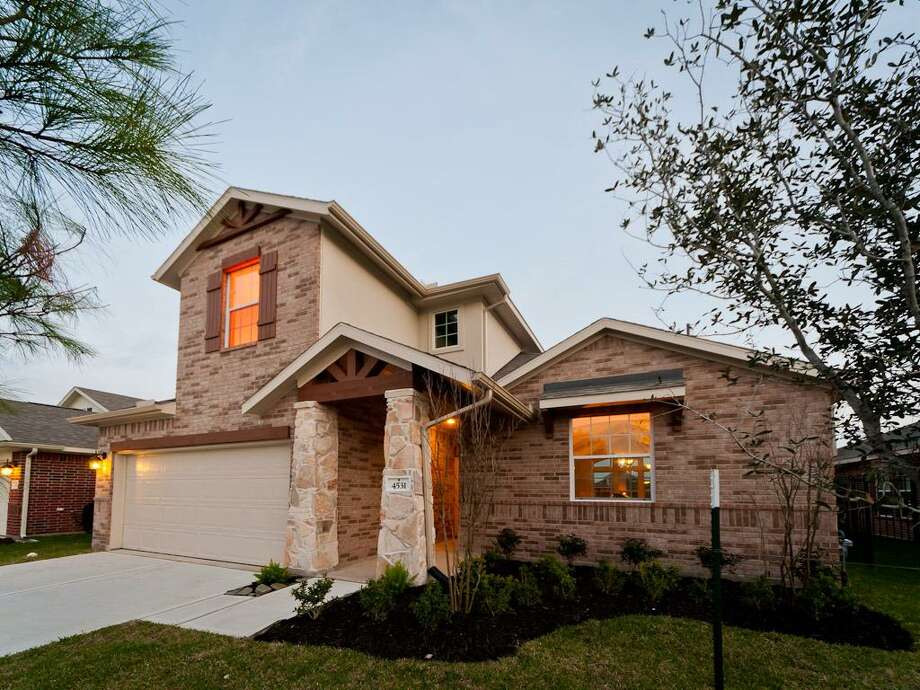 CastleRock Communities' Alamosa is a four-bedroom, 3½-bath, two-story home with an urban country-style exterior and an open layout. It is built on a homesite in Sterling Lakes that was donated by Land Tejas.