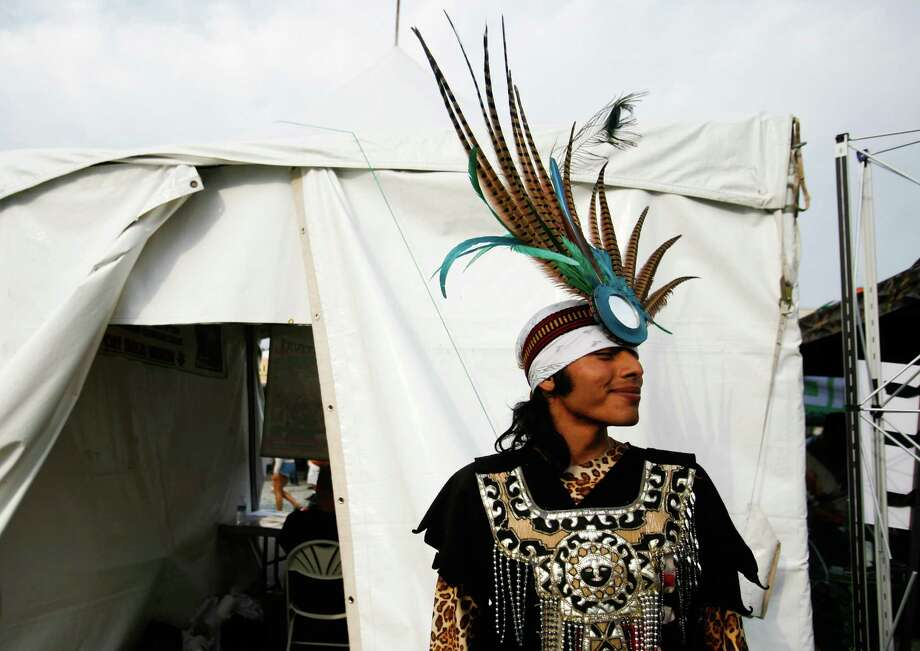 Alejandro Islas wears a traditional headdress after performing. Photo: Sofia Jaramillo / SEATTLEPI.COM