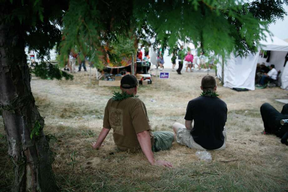 Two men are shown wearing green leaf leis. Photo: Sofia Jaramillo / SEATTLEPI.COM