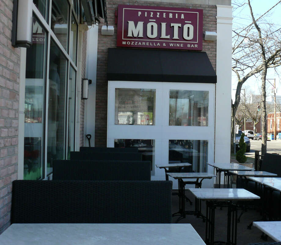 The Town Plan and Zoning Commission has decided to let Pizzeria Molto start serving outdoors again on Aug. 30, after revoking its permission last month after it was learned that the Post Road eatery had expanded its outdoor dining area even though the Zoning Board of Appeals ruled that it could not. Photo: Genevieve Reilly / Fairfield Citizen