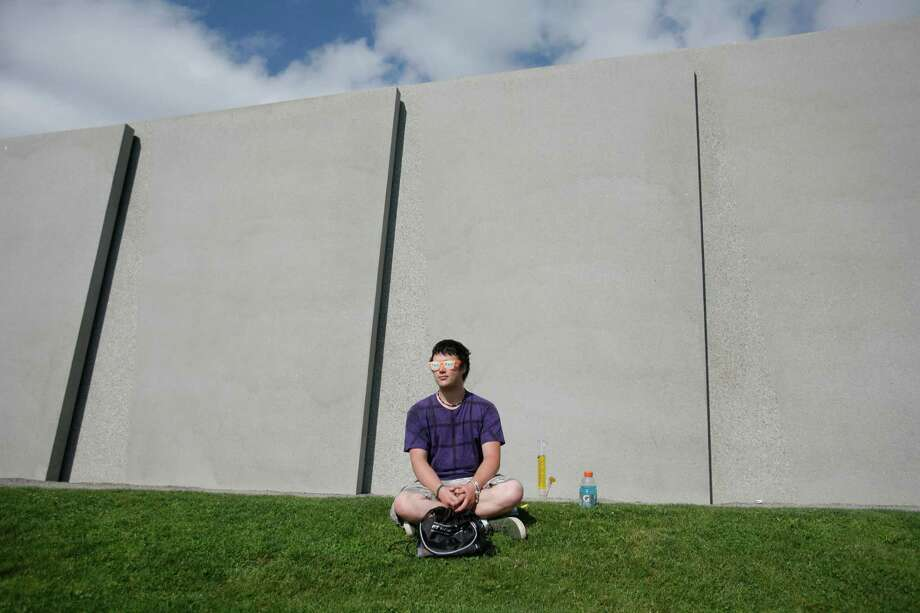 A man sits near the entrance of the event. Photo: Sofia Jaramillo / SEATTLEPI.COM