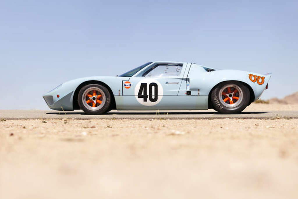 A 1968 Ford GT40 racing car that once raced at Le Mans. It is estimated  sc 1 st  Houston Chronicle & Ford GT40 sells for record-setting price for U.S. car - Houston ... markmcfarlin.com