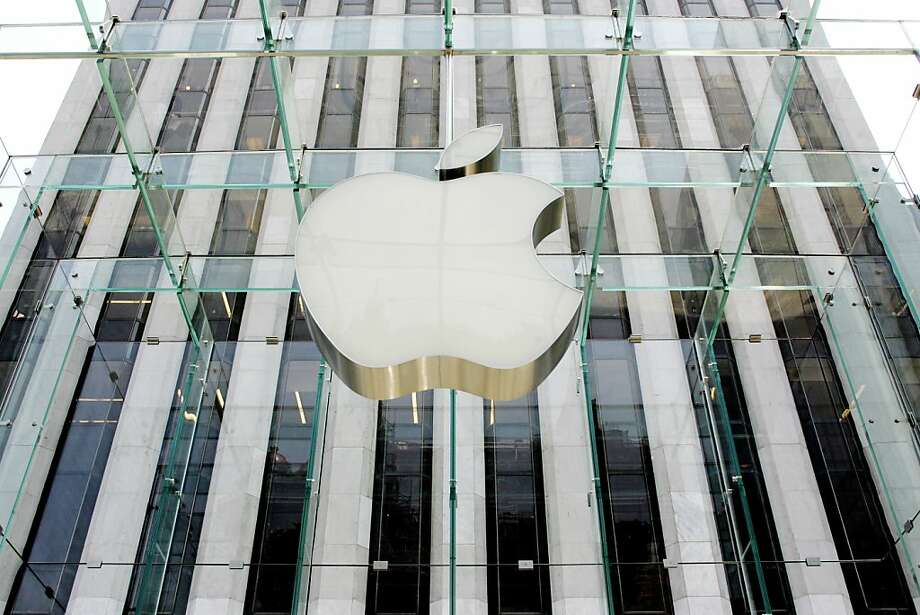 At $623 billion, Apple's market capitalization beat the record set by Microsoft at its peak. Photo: Don Emmert, AFP/Getty Images