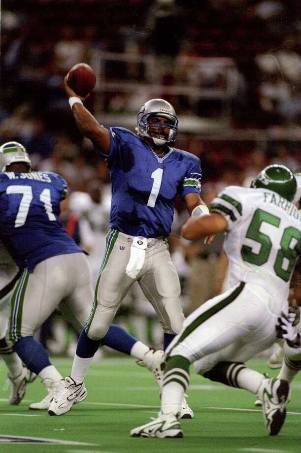 Moon came to the Seahawks late in his career after years with the Houston Oilers and Minnesota Vikings. His career QB rating is 80.9.  Photo: Otto Greule Jr, Getty Images / Getty Images North America