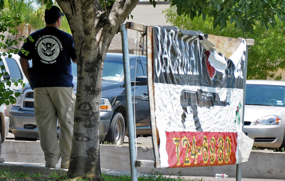 Local and Federal law enforcement agencies raided the Jacaman Guns Monday morning along Hillside Road. Photo: Ulysses S. Romero / Laredo Morning Times
