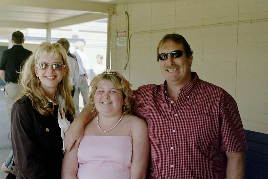 Jena Graves with her mother, Mindy, and her father, Alan, at her middle school graduation. A year after she became sick, she had started to gain weight. Photo: Courtesy Of The Graves Family