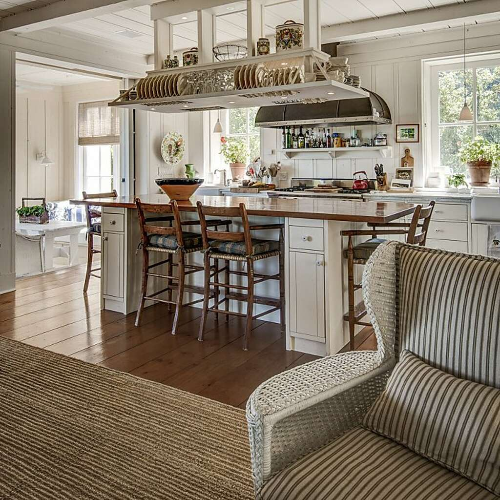 Howard And Lori Backens Relaxed Home In Oakville Right Features White Paneled Walls