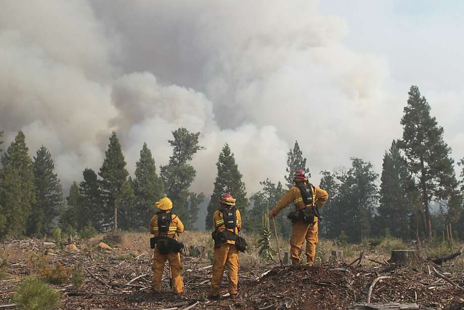 Firefighters monitor the Ponderosa Fire, Sunday Aug. 19, 2012 from Rock Creek Road near Viola, Calif. Thousands of people have been told to leave their homes as a wildfire burning Sunday in thick forest threatened rural communities in far Northern California. Photo: Andreas Fuhrmann, Associated Press