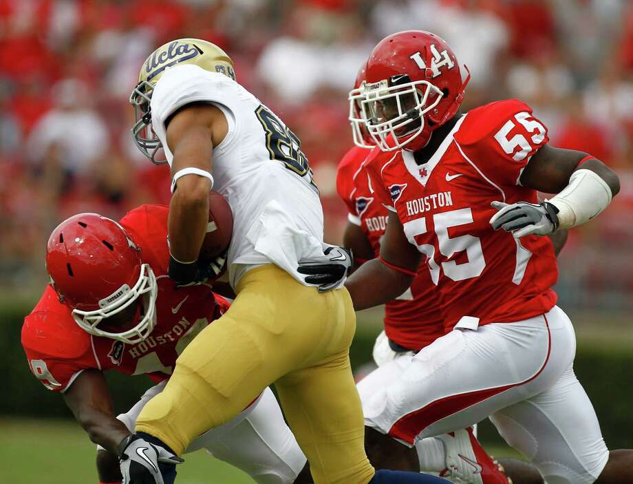 UH's Derrick Mathews finished with 106 tackles in 2011, the nation's second-best total for a freshman. Photo: Nick De La Torre / © 2011 Houston Chronicle