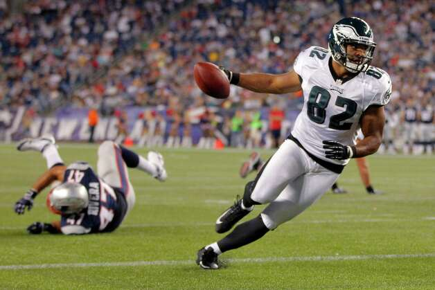 Philadelphia Eagles tight end Clay Harbor (82) scrambles to the end zone for a touchdown against the New England Patriots during the third quarter of an NFL preseason football game in Foxborough, Mass., Monday, Aug. 20, 2012.(AP Photo/Steven Senne) Photo: Steven Senne