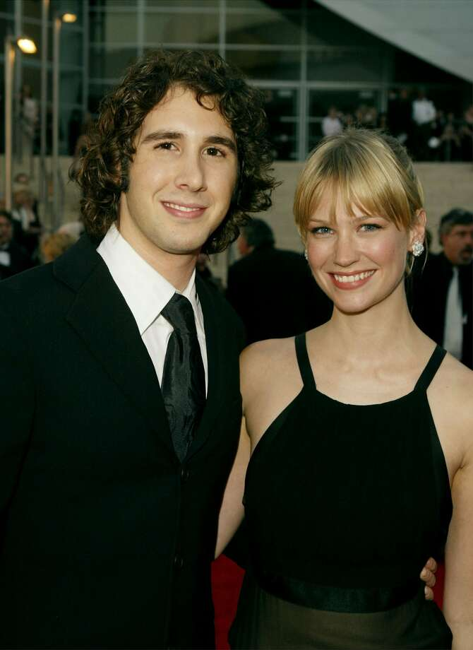 January Jones then moved on to Josh Groban. Photo from 2003. 