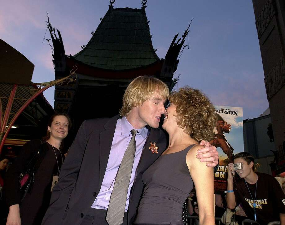 "Remember the oddballness of Owen Wilson and Sheryl Crow? They're pictured at the 2000 ""Shanghai Noon"" premiere. (AFP/Getty Images)"