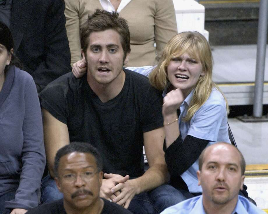Jake Gyllenhaal looks a little better with Kirsten Dunst, photographed at an NBA playoff game in 2003.  (Getty Images)