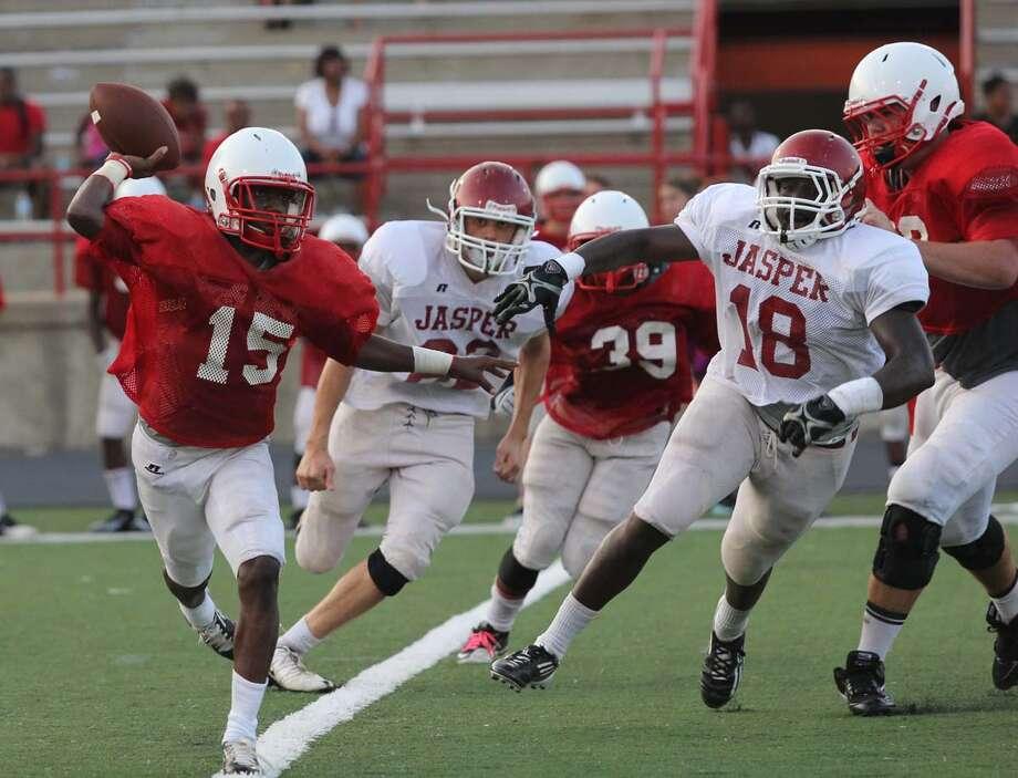 Jasper applies pressure to Marshall's quarterback. Photo: Jason Dunn