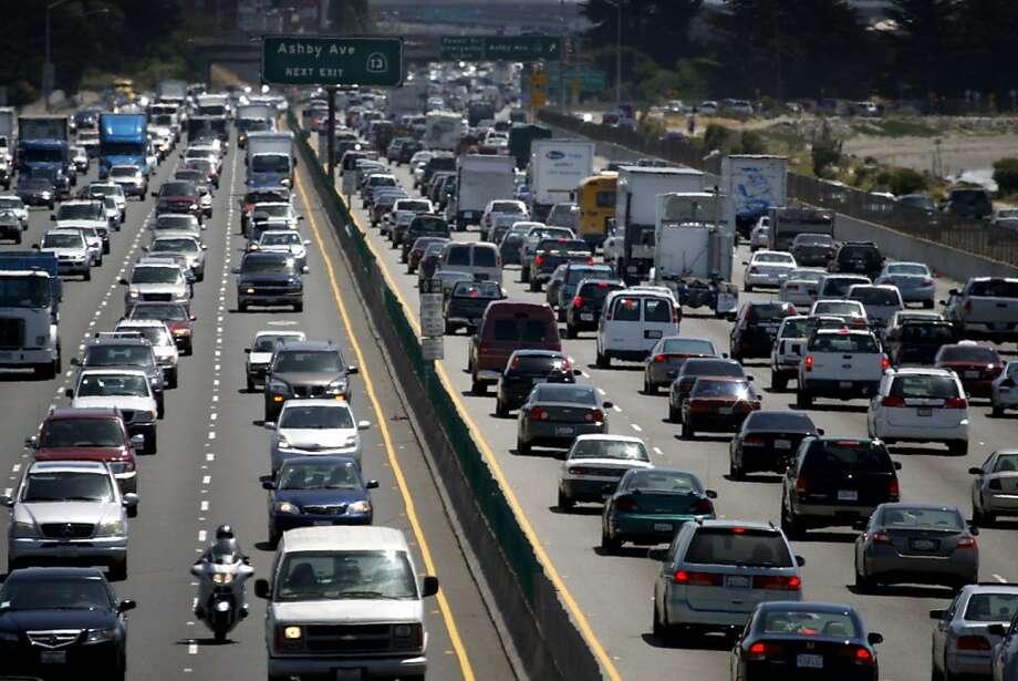 Legislation would open up I-80's eastbound carpool lane. Photo: Paul Chinn, The Chronicle