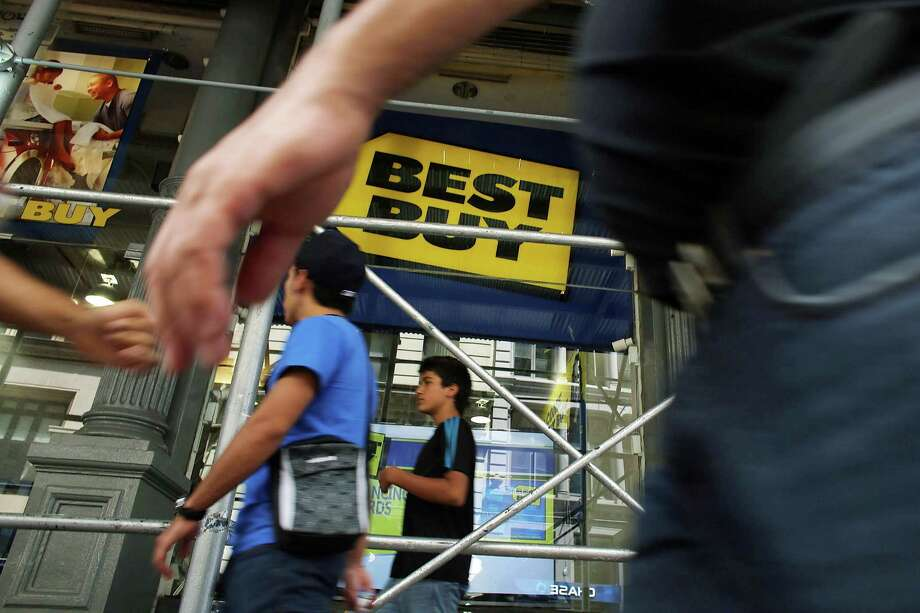 A Best Buy store seeks shoppers in New York City.  The electronics retailer, which has a new CEO, reported a plunge in its second-quarter profit. Photo: Spencer Platt / 2012 Getty Images