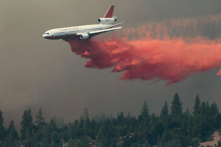 A DC-10 drops fire retardant on the Ponderosa Fire Monday Aug. 20, 2012, near Paynes Creek, Calif.  Nearly 1,900 firefighters were battling the Ponderosa Fire in rugged, densely forested terrain as it threatened 3,500 homes in the towns of Manton, Shingletown and Viola, about 170 miles north of Sacramento.  (AP Photo/The Record Searchlight, Andreas Fuhrmann) Photo: Andreas Fuhrmann, Associated Press