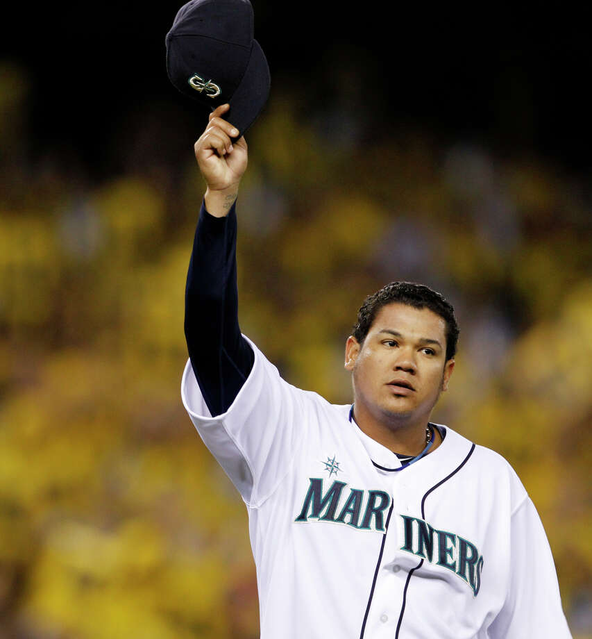 Seattle Mariners starting pitcher Felix Hernandez waves his cap to fans as he leaves the baseball game against the Cleveland Indians in the eighth inning Tuesday, Aug. 21, 2012, in Seattle. Photo: Elaine Thompson / Associated Press