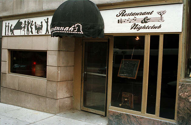 Savannah's on South Pearl Street in Albany in 2001. (Times Union Archive) Photo: TOM LAPOINT, DG / ALBANY TIMES UNION