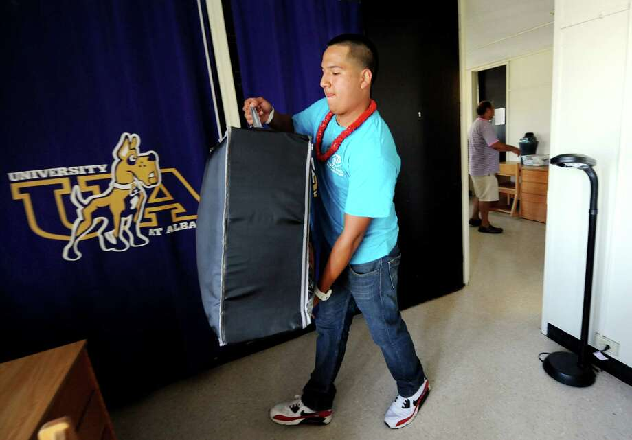 Freshman Erick Pajuelo, 18, of Nassau County, moves into his dorm on Wednesday, Aug. 22, 2012, at University at Albany in Albany, N.Y. (Cindy Schultz / Times Union) Photo: Cindy Schultz / 00018846A