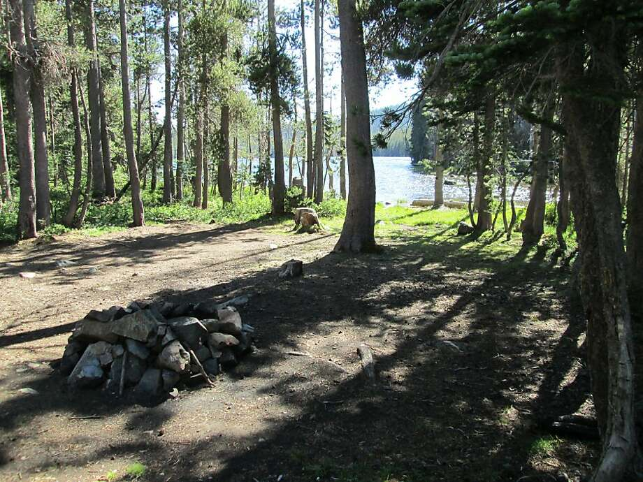 Camping is free at Snag Lake along the Gold Lakes Highway in the Lakes Basin Recreation Area in Plumas National Forest. Photo: Tom Stienstra, San Francisco Chronicle