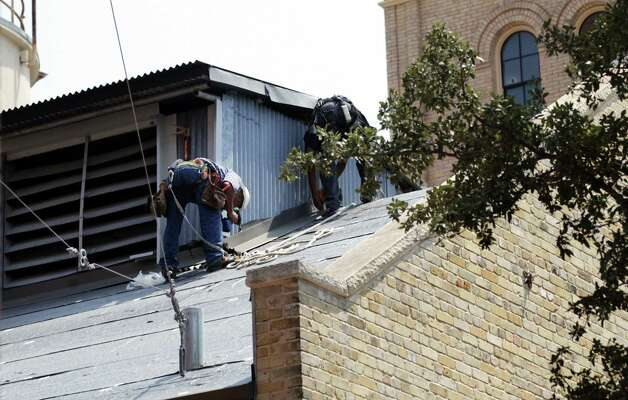 Roofing workers continues at the Pearl Brewery where Victor Diaz, whose body was found in the Pearl Brewery smokestack, also was a roofer. Wednesday, August 22, 2012. Photo: BOB OWEN, San Antonio Express-News / © 2012 San Antonio Express-News